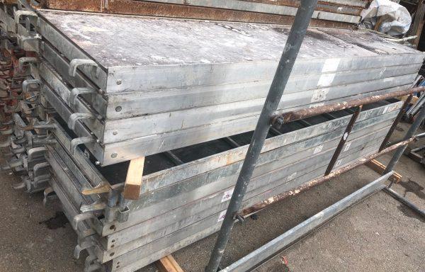 Plataforma con Trampilla y Escalera Aluminio 3 metros
